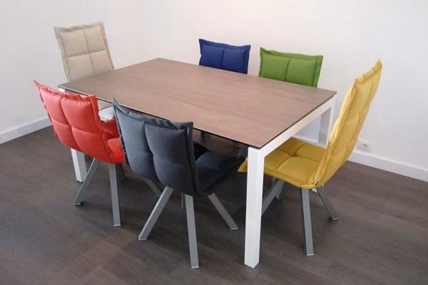 Decorar la mesa de comedor con sillas diferentes decorart - Colores para un comedor ...